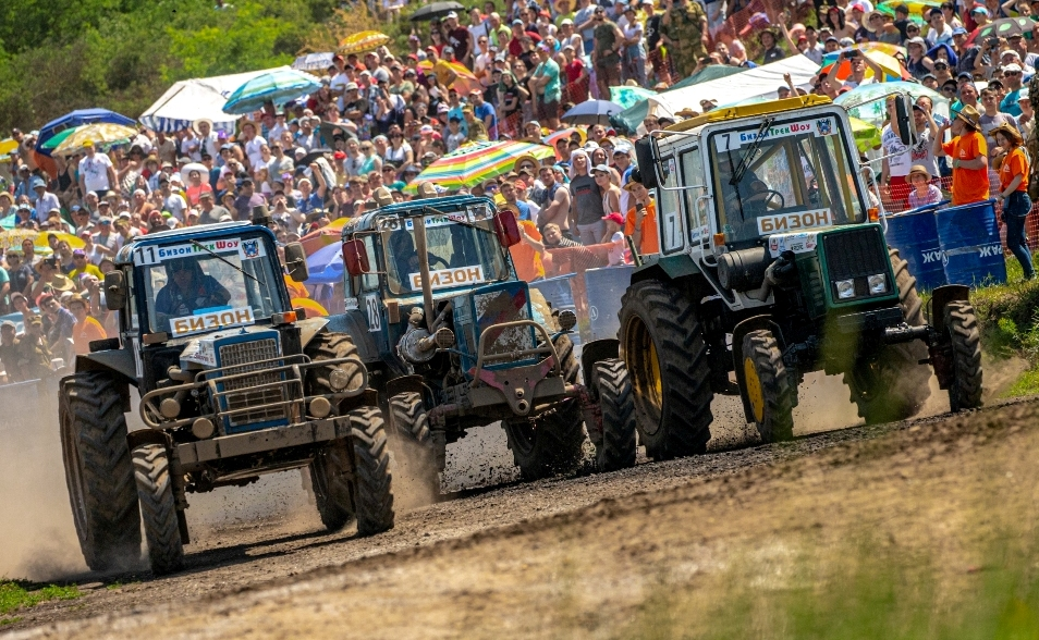 "In races on tractors ""Bizon-Track-Show 2019"" won the mechanic from Moscow region"