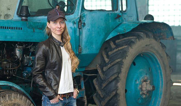 Впервые в мире в гонках на тракторах примет участие женщина
